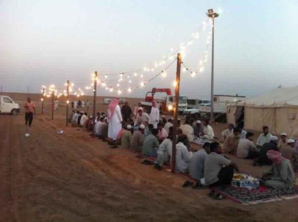 """جمعية البر الخيرية بمدينة فيد تنفذ مشروع """"إفطار صائم"""" على طريق القصيم – حائل"""