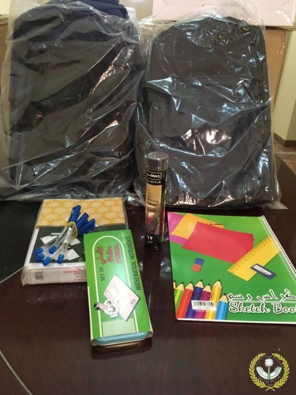 جمعية البر الخيرية بمدينة فيد توزع الحقيبة المدرسية